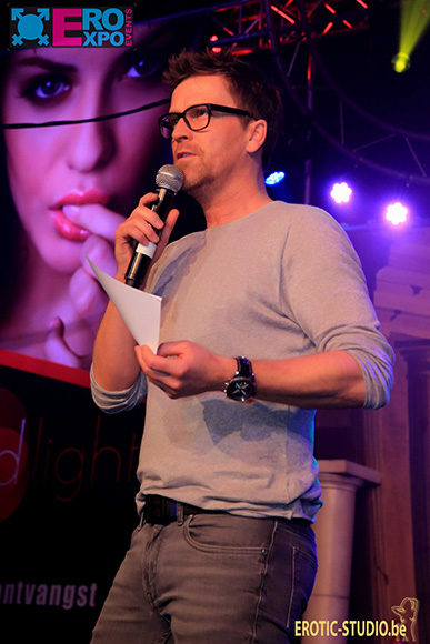 presentator dominiek roosen